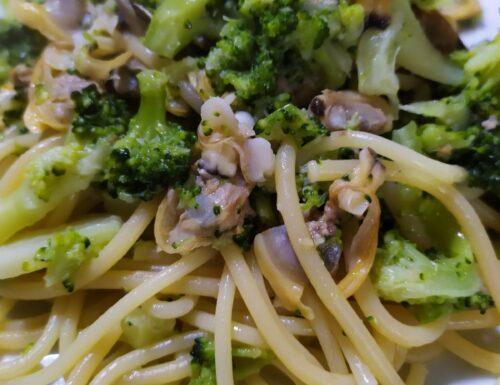 Spaghetti vongole e broccoletti