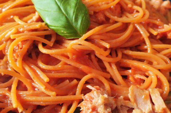 Spaghetti pomodoro e tonno