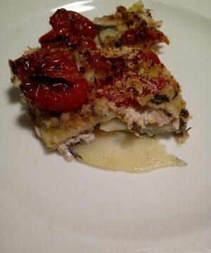 Tortino di acciughe con patate e pomodorini al forno