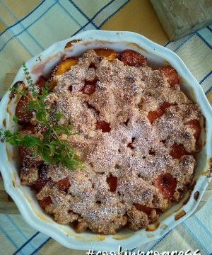 Apricot crumble with almond and pistachio by #cookinprogress