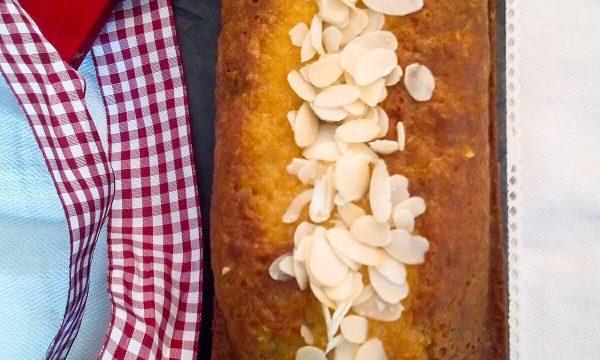 Plumcake agli agrumi con glassa all'arancia e mandorle