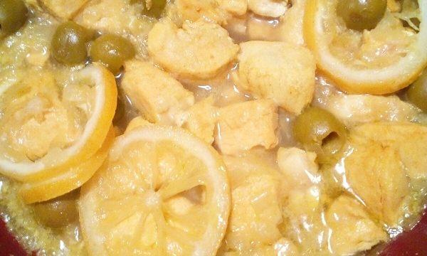 Tajine di pollo, olive verdi e limone