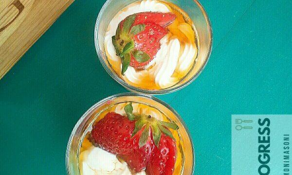 Mousse di Fragole e Ricotta con yogurt greco e sciroppo d'acero