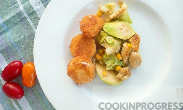 Un'altra insalata stuzzicante con chèvre fritto e avocado