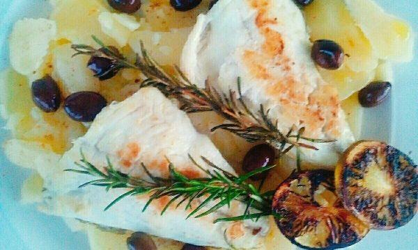 Filetti del pescato con patate e bottarga