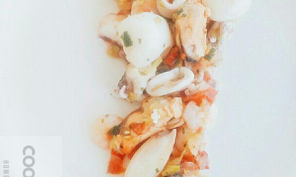 Fresca e appetitosa l'insalata di mare veloce!