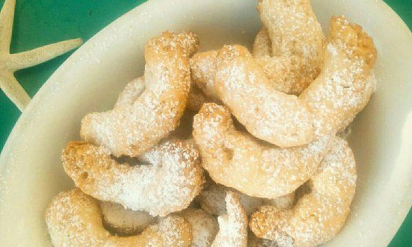Curabiè, i biscotti alle mandorle di origine greca