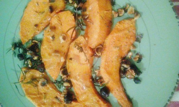 Zucca arrostita al forno con nocciole e rosmarino