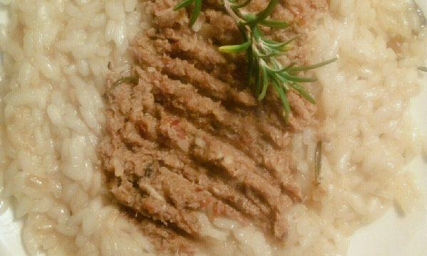 Risotto gourmet con battuto di coniglio, pomodori secchi e rosmarino