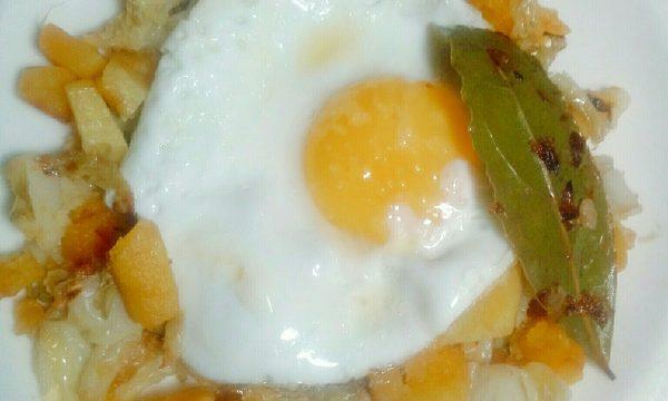 Uova al tegamino con verza e zucca