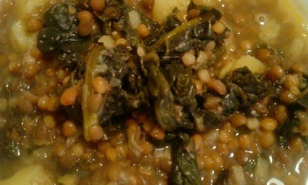 Zuppa di cavolo nero, patate e lenticchie