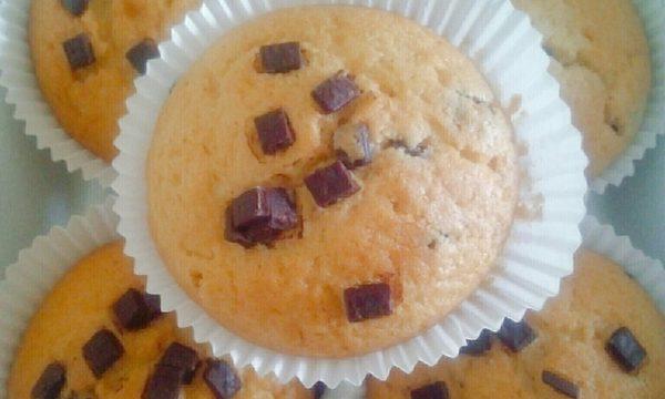 Muffins classici con gocce di cioccolato fondente