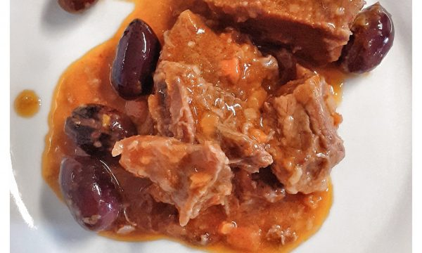Finto gulasch con olive nere
