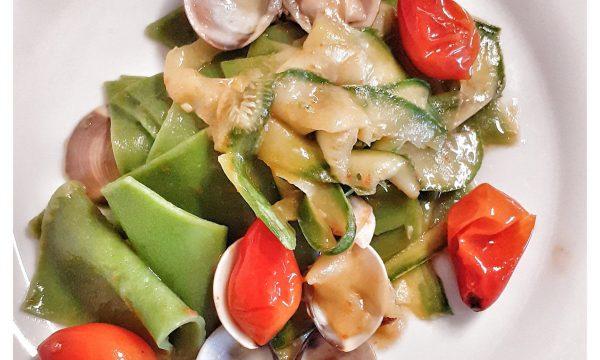 Domenica: pasta verde con vongole e zucchine