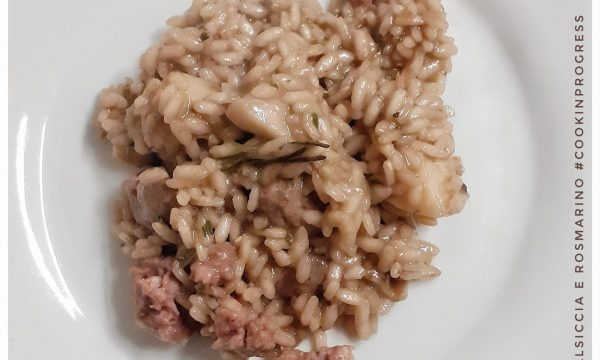A questo non resisterai: Risotto porcini, salsiccia e rosmarino, sfumato al Pinot Nero