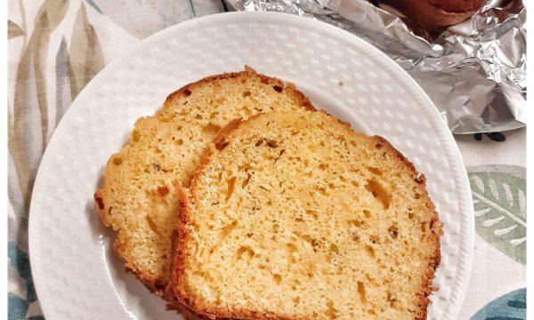 Plumcake semplice all'arancia con pistacchi e mandorle