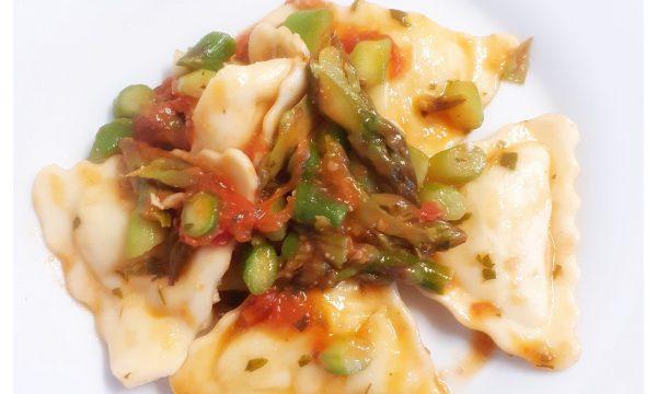 Sugo di asparagi e pomodorini per i ravioli di pesce