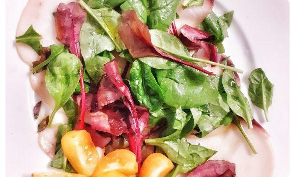 Carpaccio di pesce spada con insalata di spinacini