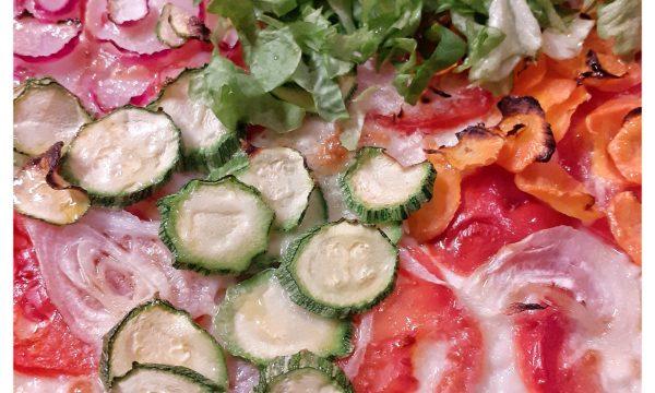Pizza bianca di semola con bufala e verdure