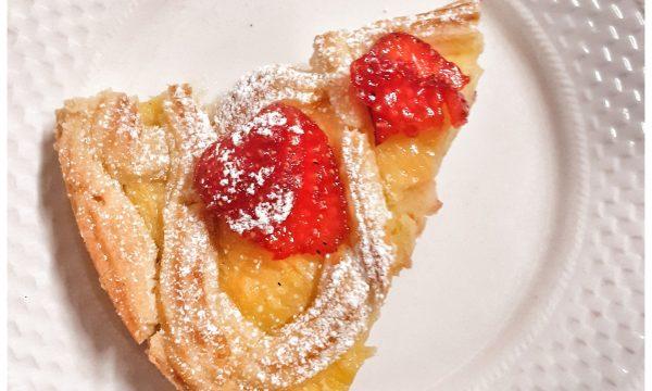 Frolla Linzer, crostata con crema e fragole