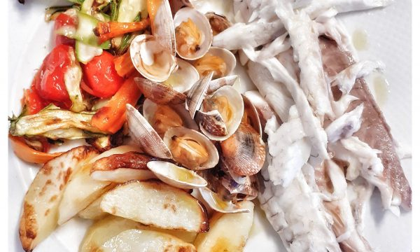 Orata e vongole al forno con verdure