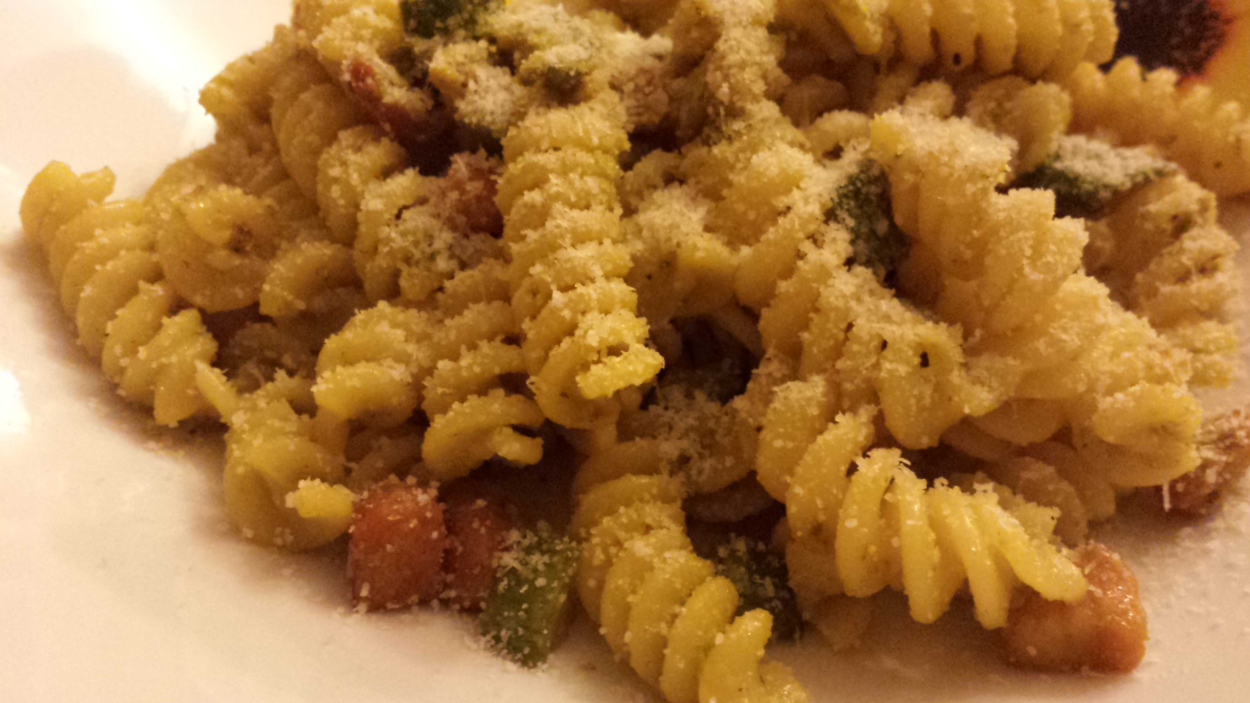 Pasta con zucchine, pancetta affumicata e zafferano