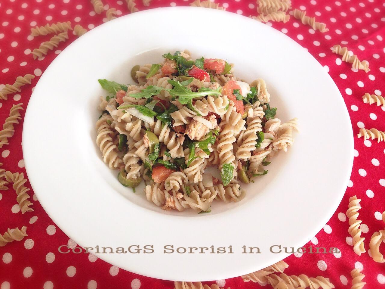 Insalata di pasta di lenticchie con tonno e rucola
