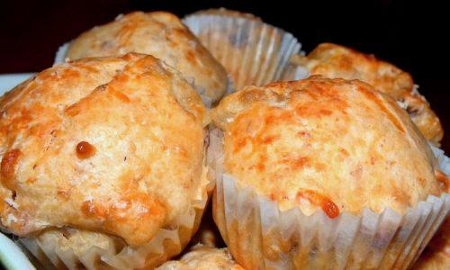 Muffins con salsiccia e mozzarella