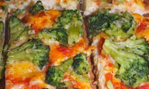 Pizza con broccoli, pomodoro, caciocavallo e grana