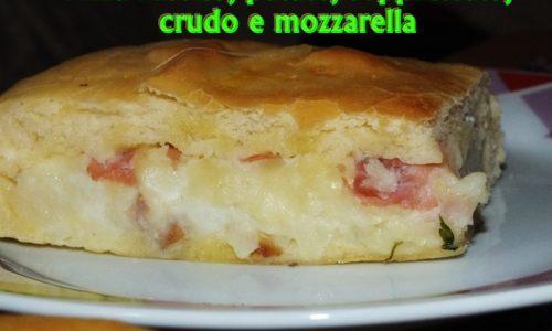 Pizza rustica, patate, soppressata, crudo e mozzarella