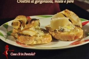Crostini al gorgonzola, pere e miele