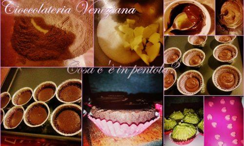 Mini Choco Cupcakes degli innamorati con frosting al pistacchio