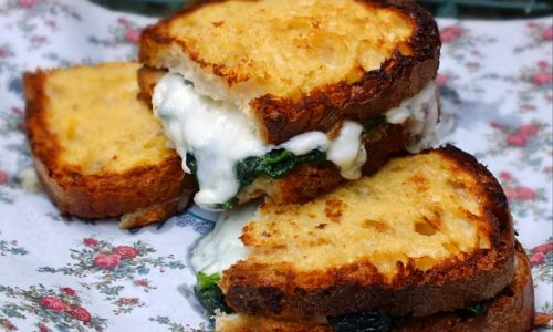 French toast salato, spinaci e mozzarella