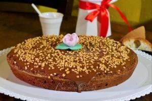 Torta di pane al cioccolato, frutta secca e cannella