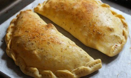 Calzoni rustici al forno, cotto, patate e caciocavallo