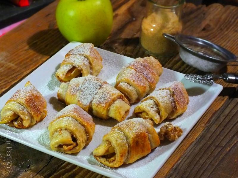 Cornetti di pasta sfoglia, mela, cannella e noci