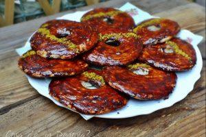 Biscottone morbido al burro, glassato al cacao e albicocche