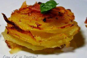 Millefoglie di patate e parmigiano aromatizzate al basilico