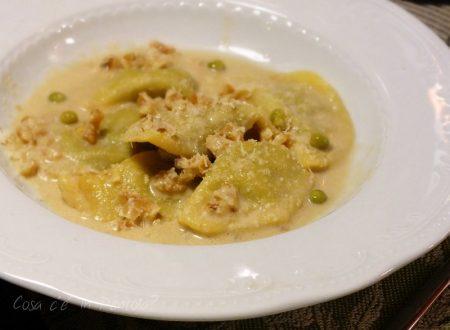 Tortellacci al prosciutto cotto, piselli e granella di pistacchi tostati