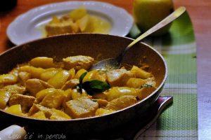 Pollo al curry e mela verde