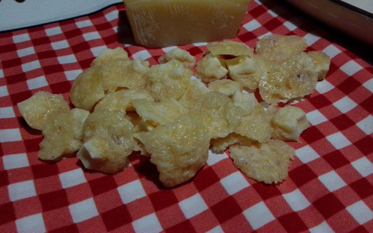 Chips di grana ricetta riciclo