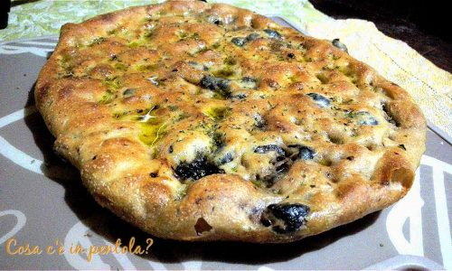 Focaccia alle olive nere