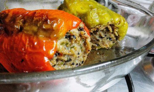 Peperoni ripieni alle olive nere e acciughe