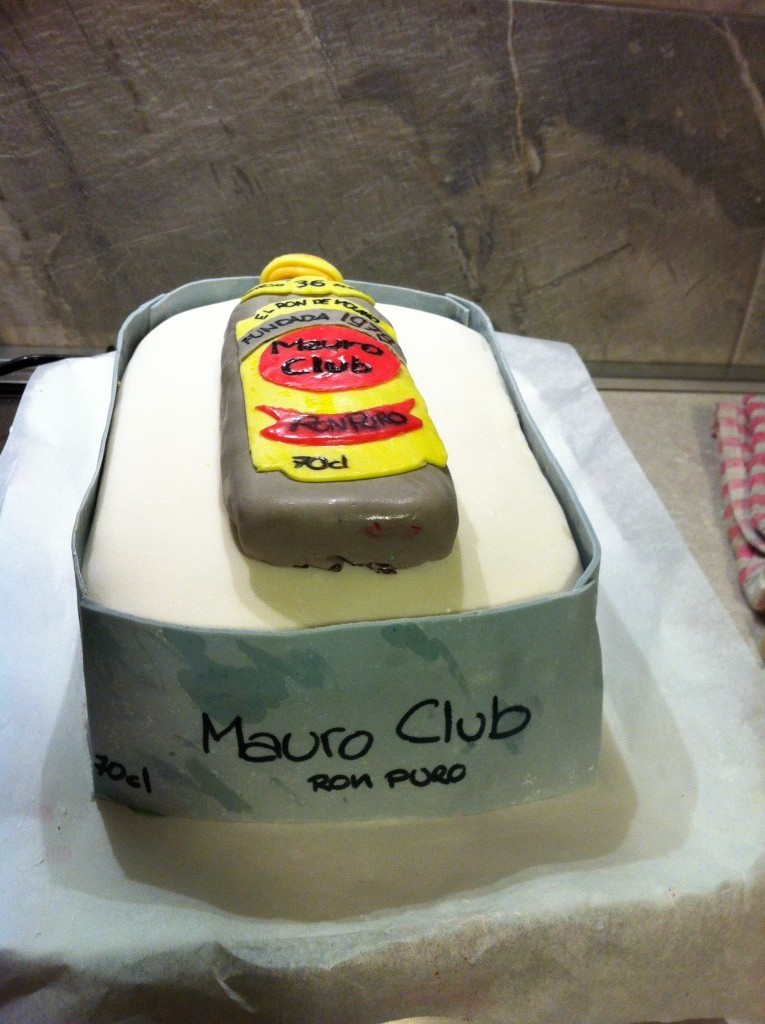 torta compleanno bottiglia di rum