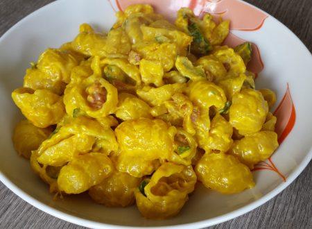 Pasta gnocco con zucchine, pancetta e panna