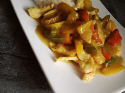 Straccetti di pollo con peperoni, zucchine e curry (hot)