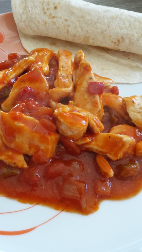 Straccetti di pollo al sugo con peperoni