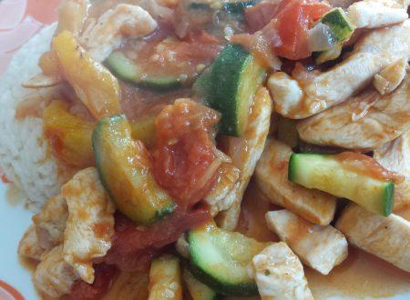 Straccetti di pollo piccanti con verdure