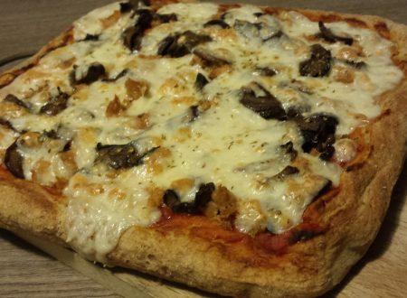 Pizza semi-integrale con tonno e funghi