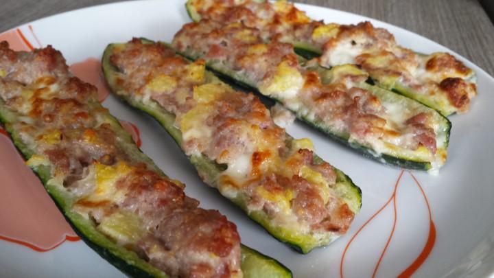 Barchette di zucchine alla salsiccia